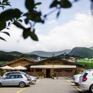 Parcheggio vicino al centro del paese a Castelrotto - Pizzeria Sporthütte